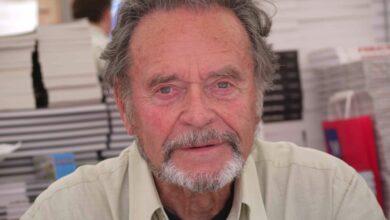Jean Joubert Comédie du Livre 2010 P1390213 scaled كانت القراءة الملاذُ الوحيد لأنجح الشخصيات في العالم