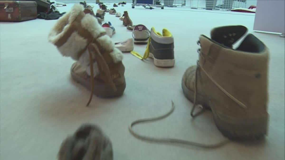 معرض أحذية اللاجئين الربيع المشرقي والفنون الاستهلاكية