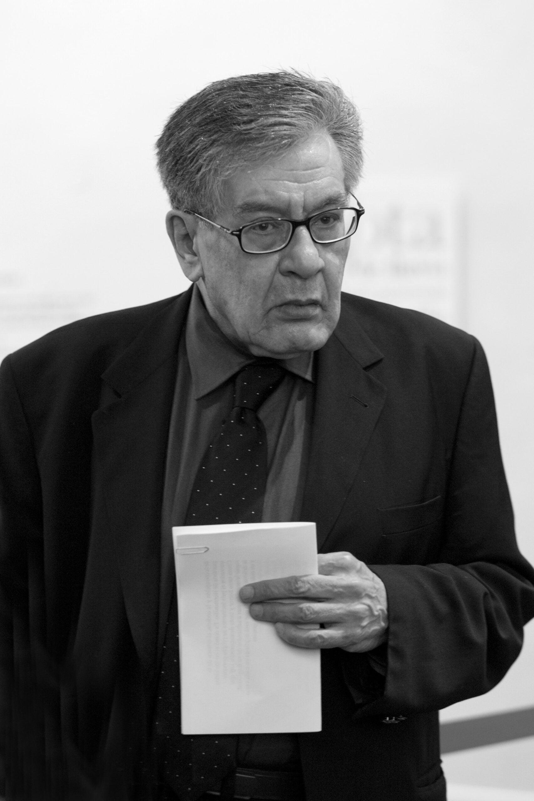 3fd2d74b jose emilio pacheco scaled خوسيه إيميليو باتشيكو: دفاعاً عن مجهوليّة اسم المؤلّف