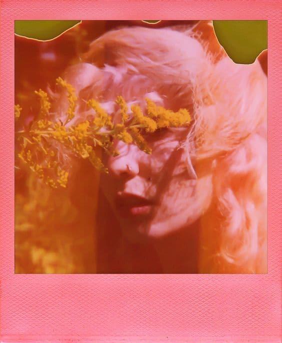 صورة ميمونة العمودي – أنظر إلى وجهي في المرآة فلا أرَ غير قلبي