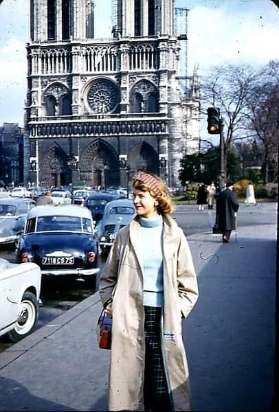 سيلفيا بلاث أمام كنيسة نوتردام سيلفيا بلاث - قصيدة لوريلاي