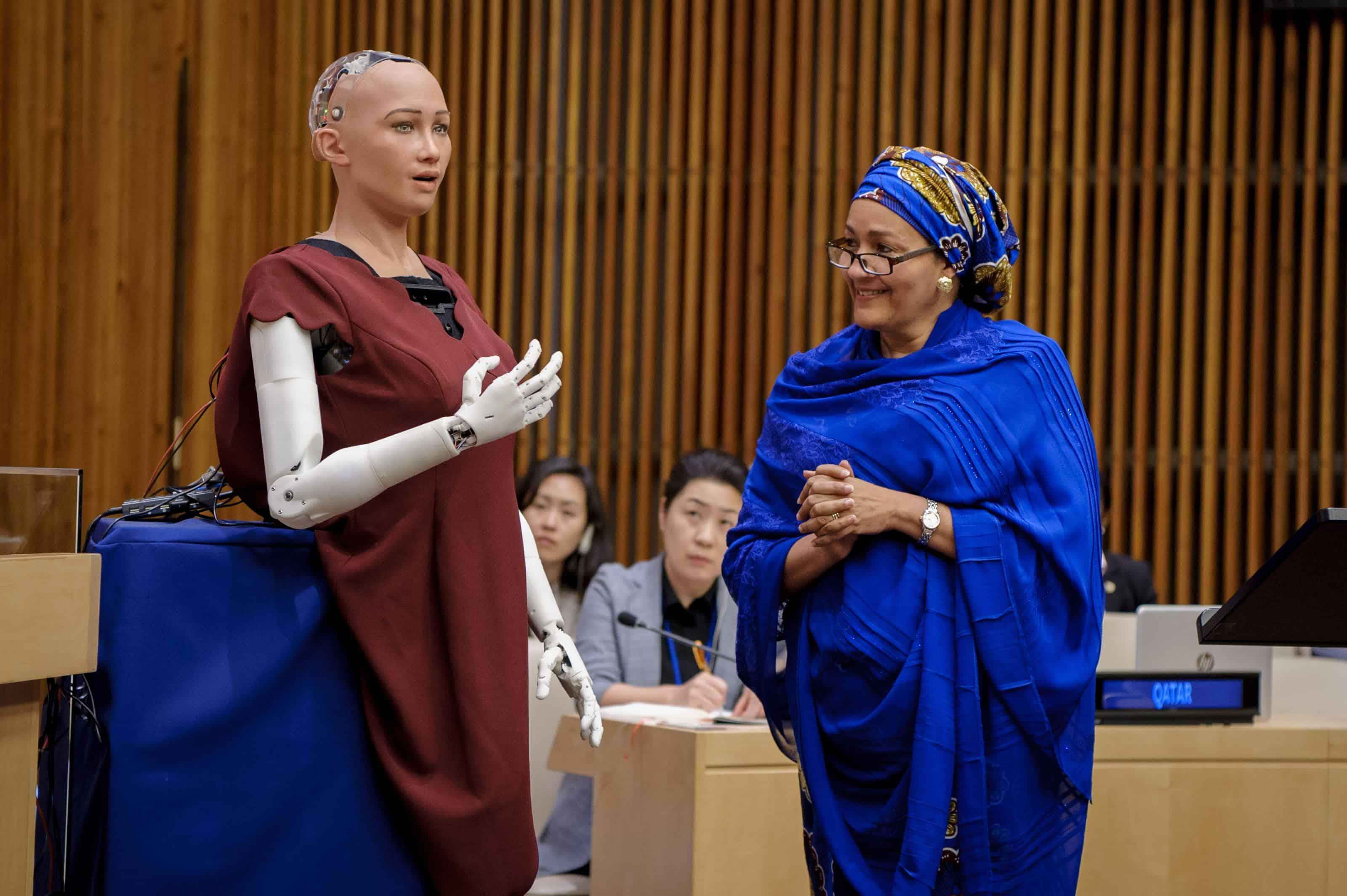 """ca1c42230d10d98c08d46057cad56638 """"صوفيا"""" أول روبوت في العالم تُمنح له جنسية وجواز سفر!"""