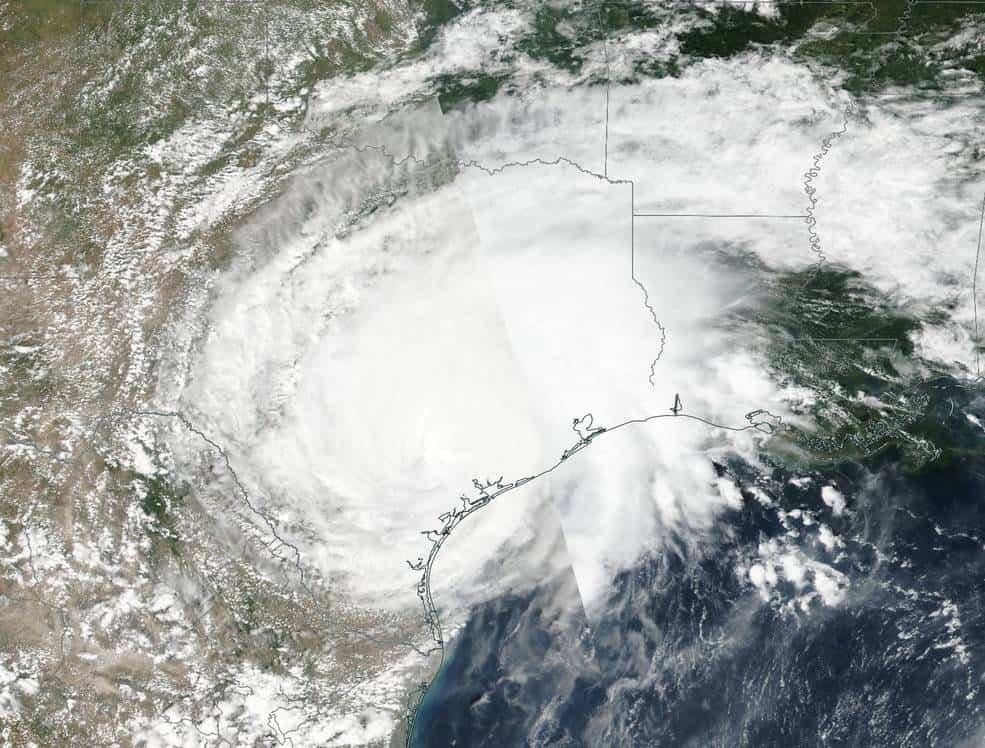 febb377490464942be872cb31ff52f44 الإعصار هارفى شبه ثابت الآن والفيضانات الكارثية لازالت مستمرة