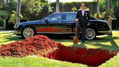 man buries car رجل يدفنُ سيارته البنتلي تحت الأرض، لماذا؟