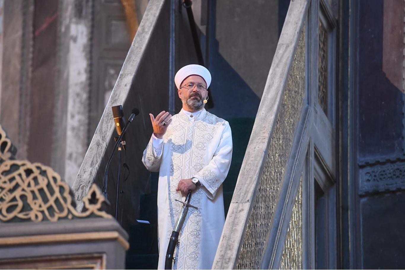 Hagia Sophia Imam Holding Sword شاعرية السيف - آيا صوفيا